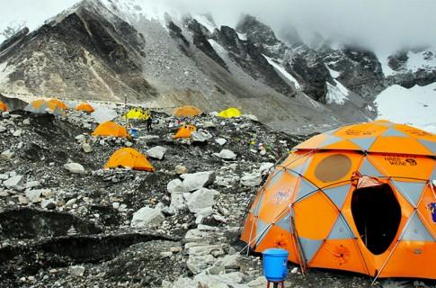Base-Camp-Earthquake-On-Mount-Everest