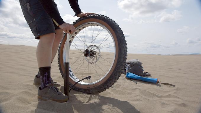Super Pump Inflates Fat Bike Tires