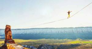 Castleton-Tower-slackline